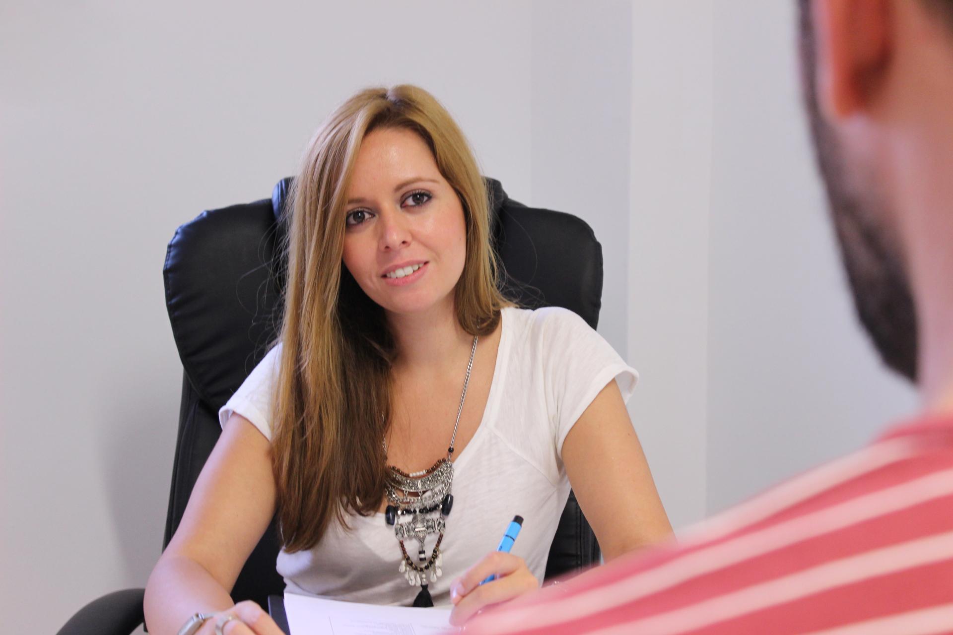 Tamara Arenas en su gabinete de Psicología en Ourense